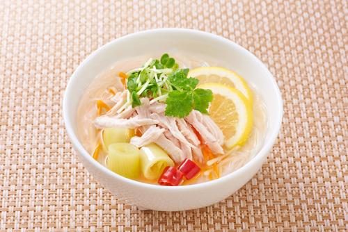春雨のベトナム風ヌードルスープ